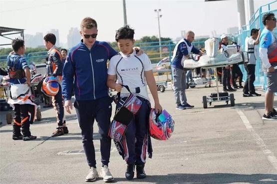 """博实乐明星学生:亚洲冠军赛车手的""""飞驰人生"""""""